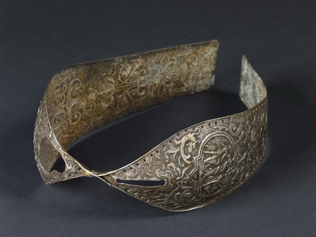 1450 год. Витиевато украшенный шарнирный пояс целомудрия.