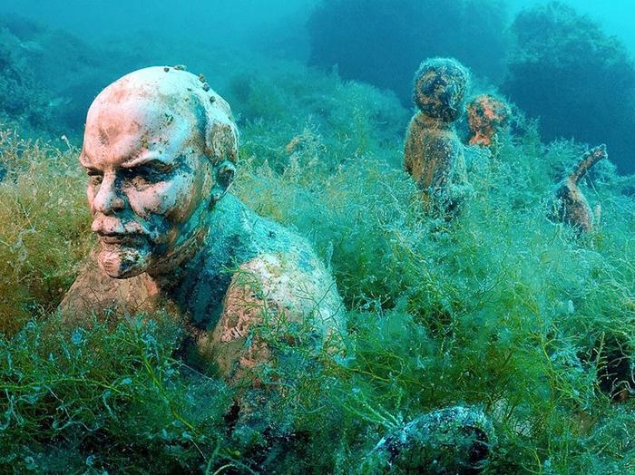 Подводный Музей: Вожди СССР, Затаившиеся В Воде У Побережья Крыма