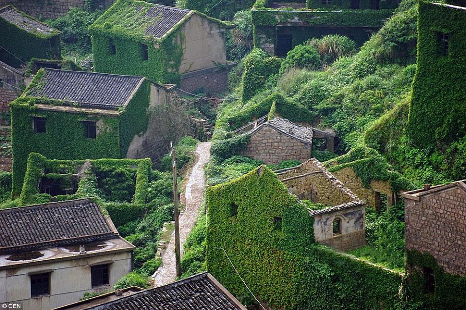 Брошенная рыбацкая деревня  Gouqi Island (Китай).