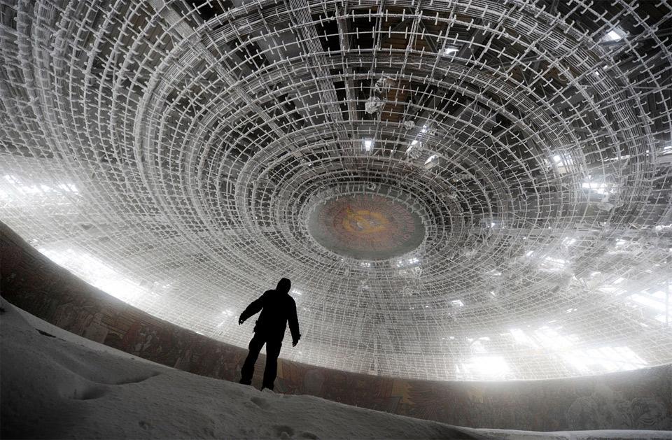 Заброшенные здания-призраки в Болгарии.