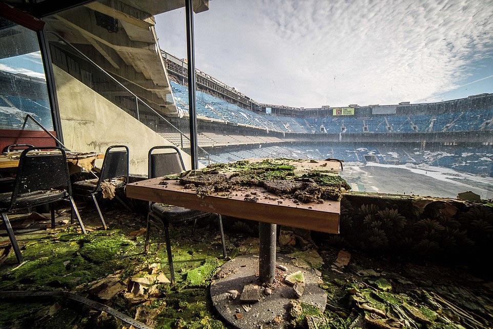 abandoned-silverdome-stadium-detroit
