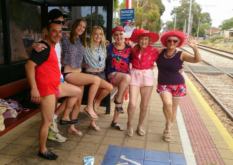 В акции участвовали люди самых разных возрастов. Аделаида, Австралия.