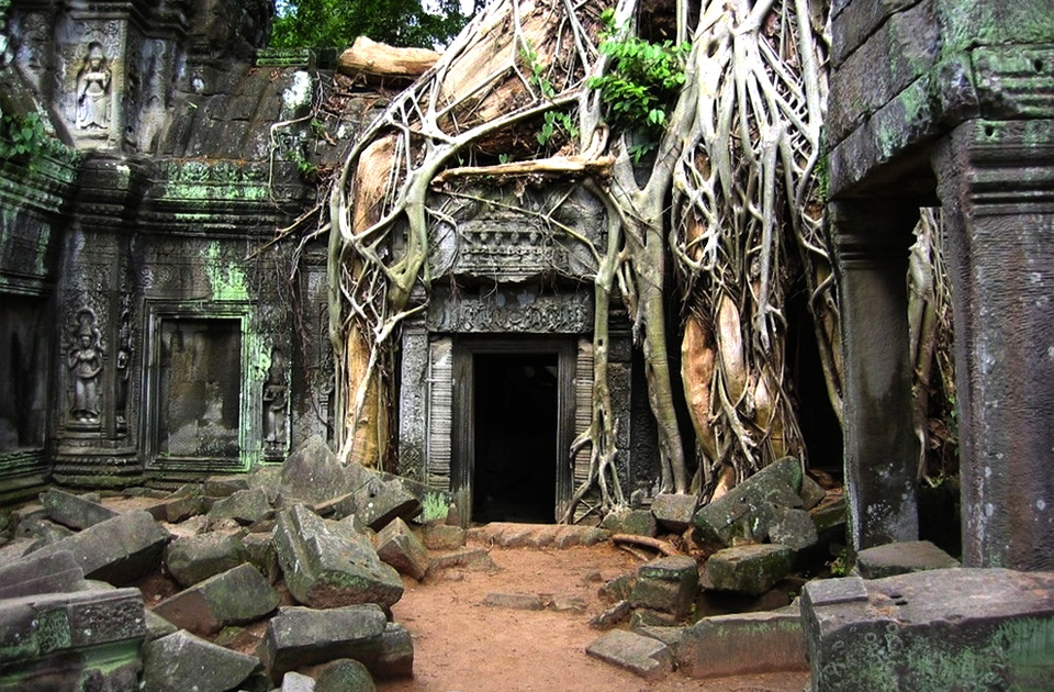 Xрам Ангкор-Ват  в Камбодже - крупнейший религиозный памятник в мире.
