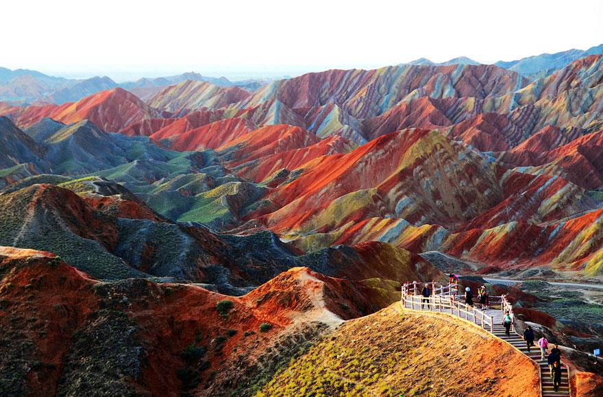4. Красочные скалы в национальном геопарке Чжанъе Данься в провинции Ганьсу, Китай