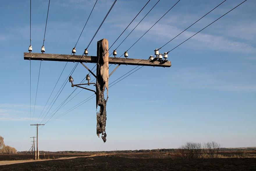 6. Сгоревшая опора линий электропередач
