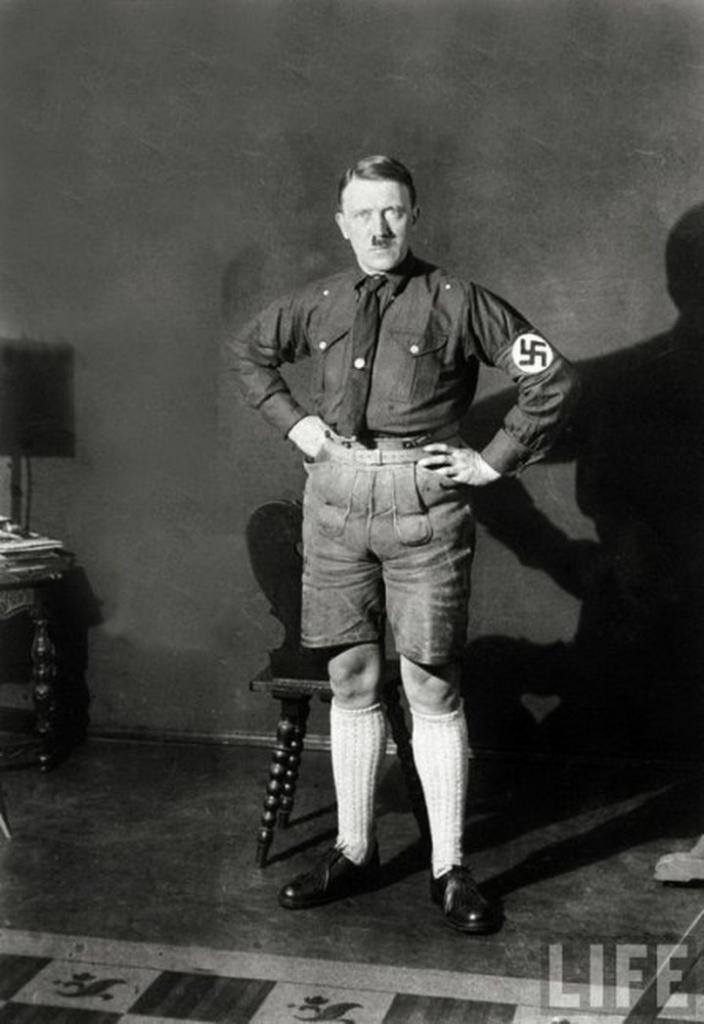 3. Адольф Алаиозович Гитлер (Первый рейхсканцлер Третьего рейха в 1933-1945 гг.)