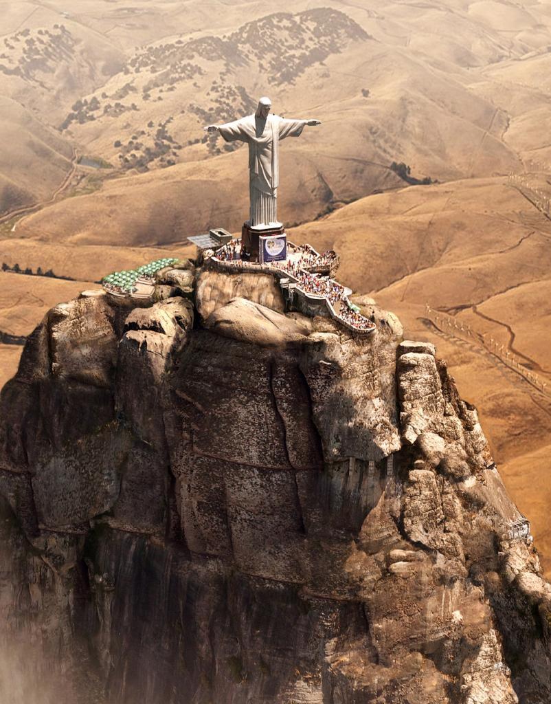Статуя Христа-Искупителя во время засухи в Рио-де-Жанейро, Бразилия.