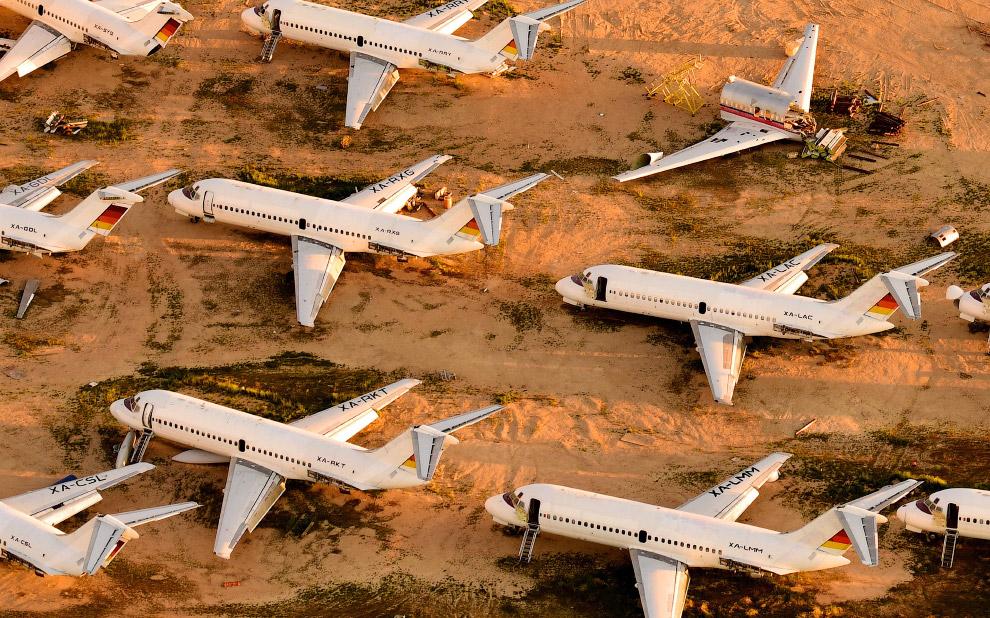 Кладбище самолетов в пустыня Мохаве, Калифорния.