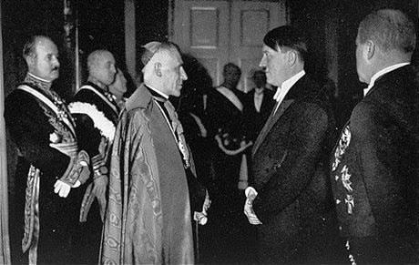 Папа Пий XII встречается с Гитлером.