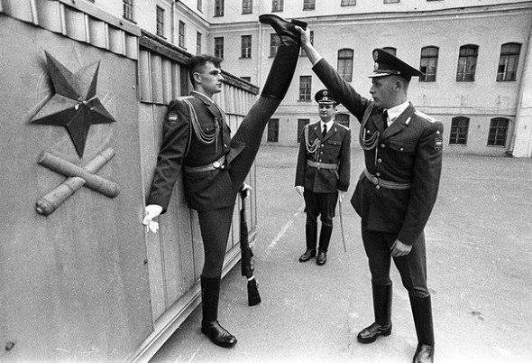 Разминка линейного роты почётного караула, Россия, 90-е.