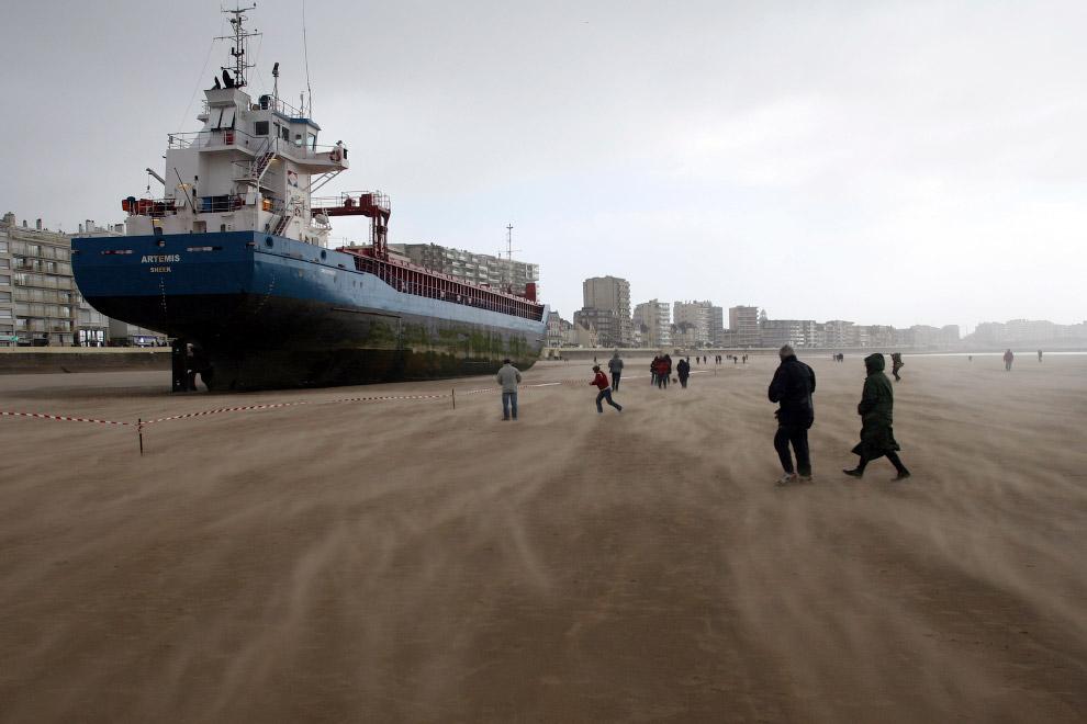 Гигантские корабли, севшие на мель