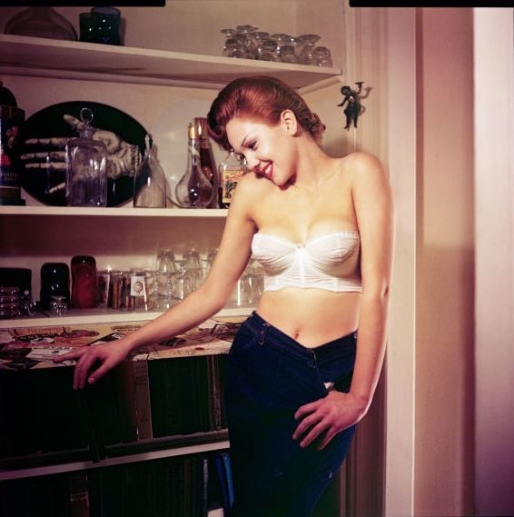 Мисс Октябрь 1957, Colleen Farrington