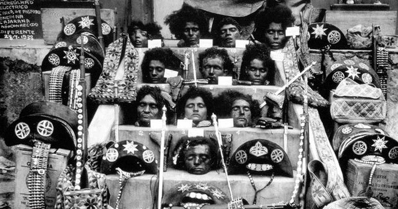 Головы одной из самых известных бандиток Бразилии – Марии Бониты и её банды, 1938 год.