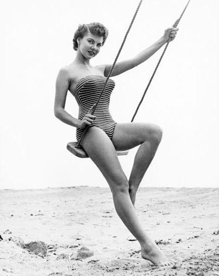 Madeline Castle, Мисс Октябрь 1954.