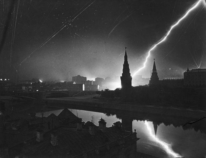 Немецкий воздушный налёт на Москву, 1941.