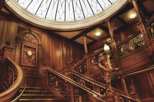6549860-650-1455273289-titanic-staircase-2
