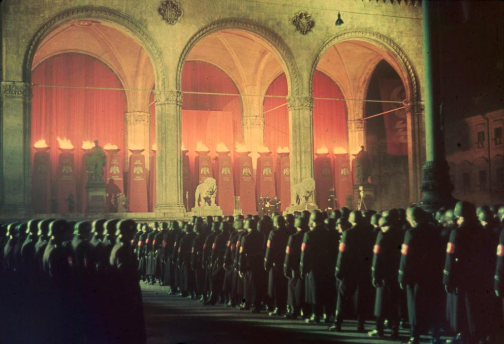 Солдаты СС приносят присягу, Мюнхен, 1938.
