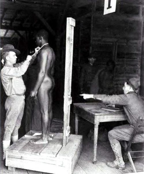 Подготовка раба к продаже, США, XIX век.