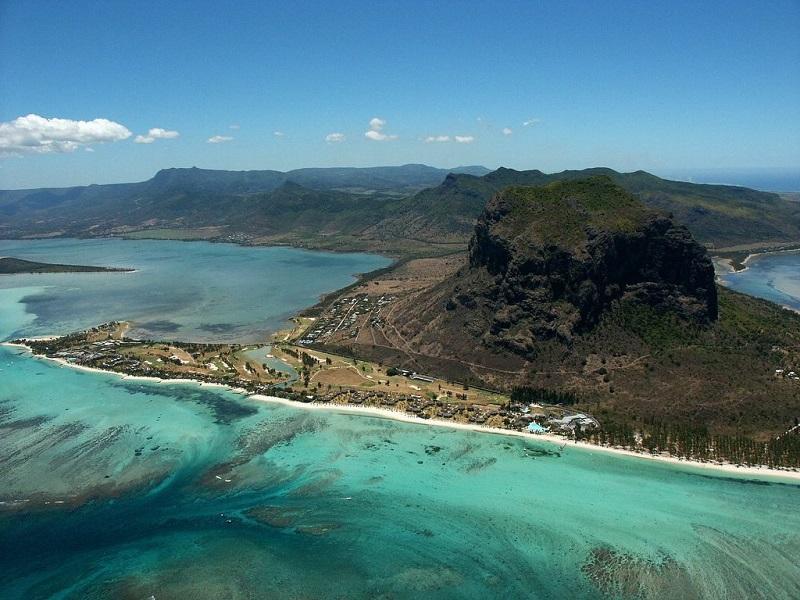 8-Оптическая иллюзия подводного водопада на Маврикии