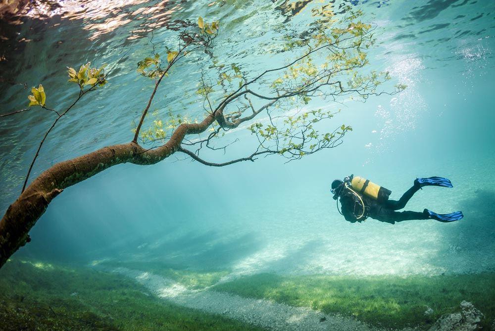 Мечта дайвера: подводный парк на дне озера Грюнер-Зе