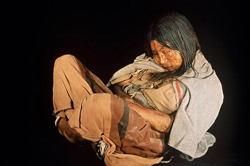 Археологи нашли девочку из племени инков, которая 500 лет пролежала во льдах