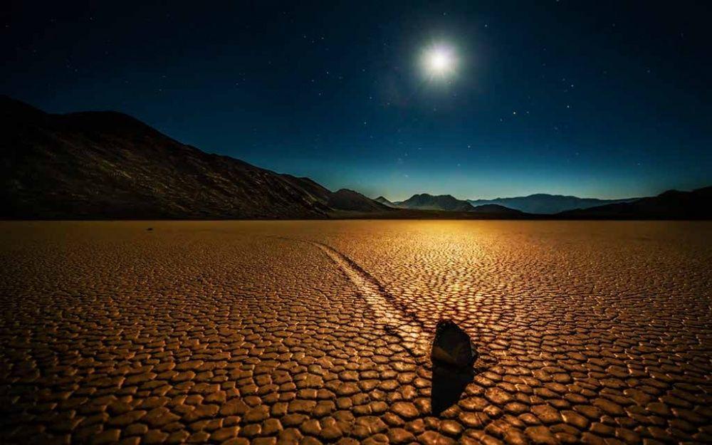 10. Движущиеся камни Долины Смерти
