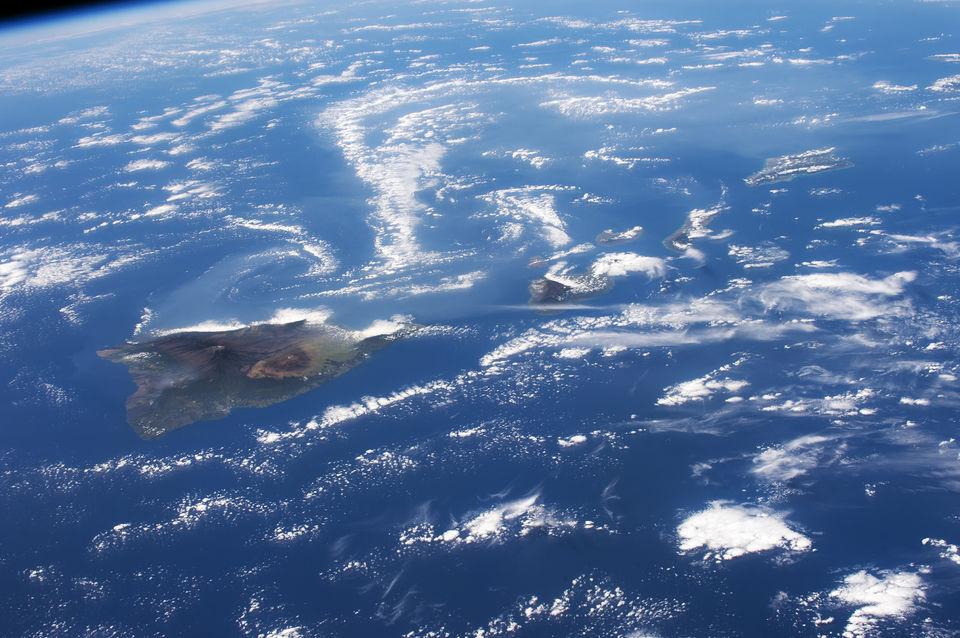 Вулканический пепел клубится над Гавайями