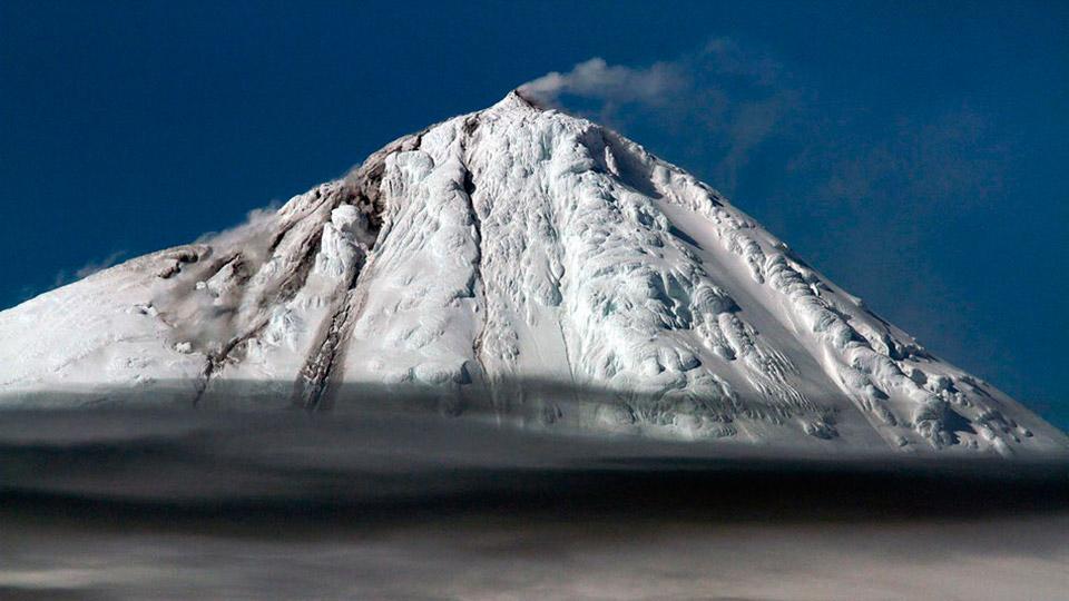 Редкие кадры извержения Биг-Бена — вулкана среди льдов