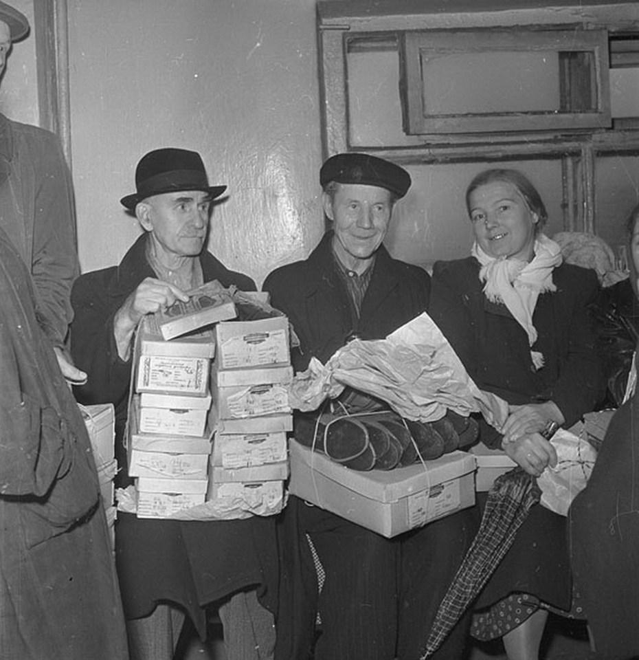 Дмитрий Бальтерманц. В обувном магазине, Москва, 1954 г. Частное собрание.