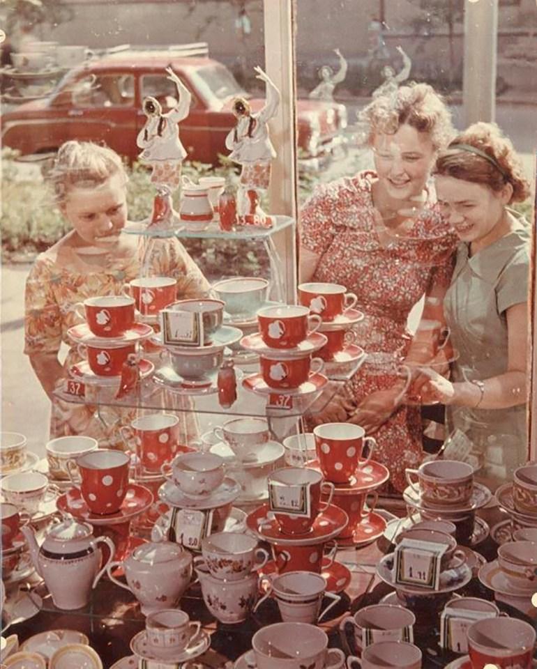Роберт Диамент. Перед витриной, 1954 г. Собрание МАММ/МДФ.