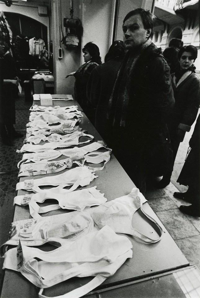 Виктор Ахломов. ГУМ, Москва, 1990 г. Частное собрание.