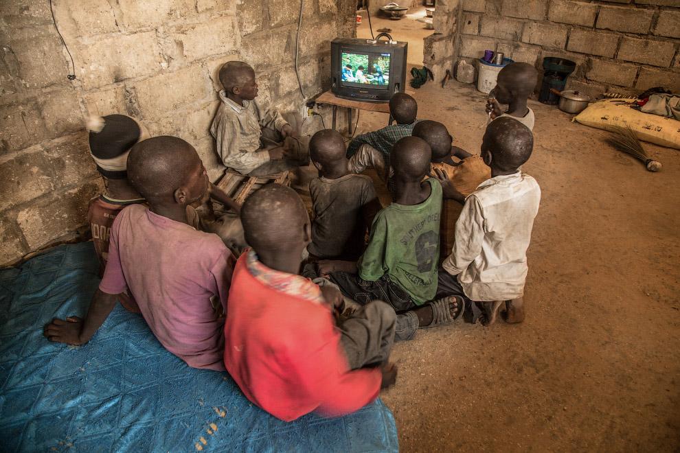 Как учатся в школах Африки