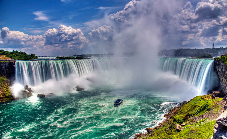 Admiring-The-Glorious-Niagara-Falls-Which-Marks-The-Border-Between-Canada-And-USA