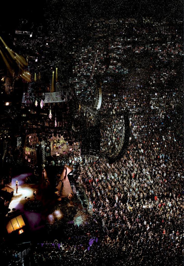 Andreas-Gursky-Madonna-I-20011