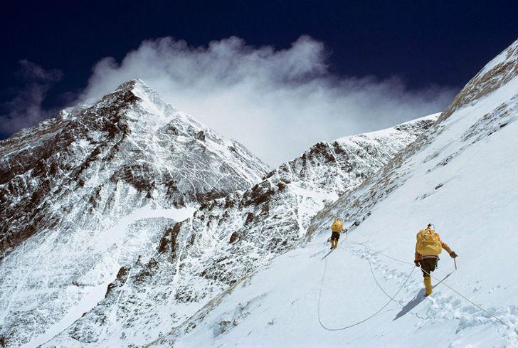 Climbing-Mount-Everest-Nepal