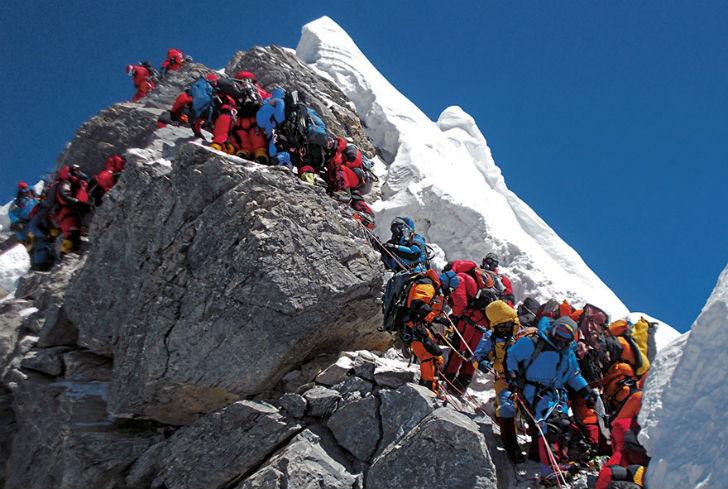 Climbing-Mount-Everest-Nepal2