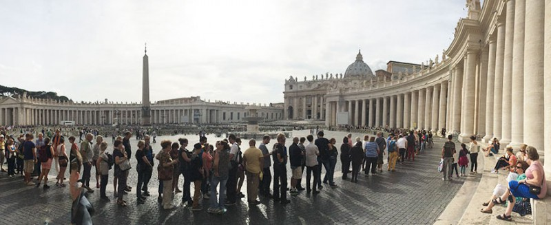 Enjoying-St.-Peters-Square-Before-Entering-The-Beautiful-Basilica-In-Vatican-City2-800x327