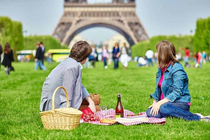 Having-A-Picnic-Near-The-Eiffel-Tower-In-Paris-France