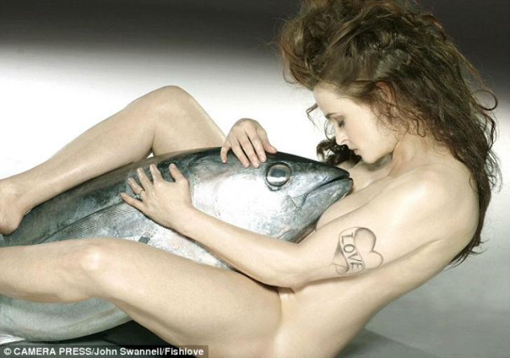 In-2015-a-naked-Helena-Bonham-Carter-was-pictured-with-a-yellowfin-tuna-and-the-image