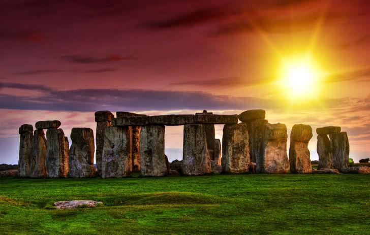 Watching-The-Stonehenge-During-Sunset-United-Kingdom