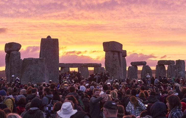 Watching-The-Stonehenge-During-Sunset-United-Kingdom2