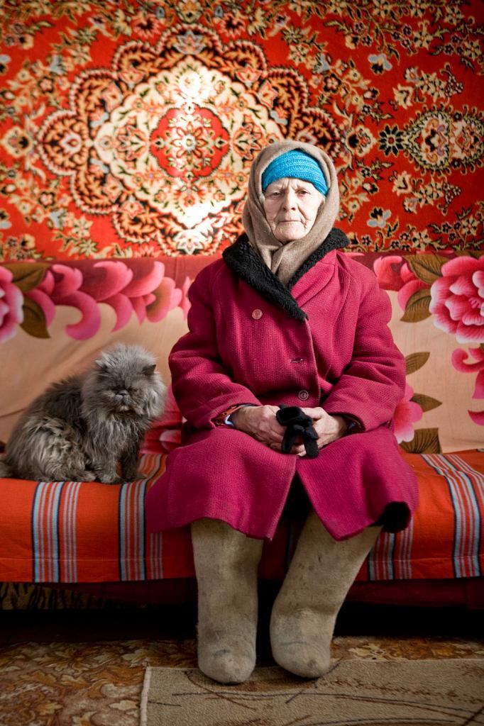 Aleksandra Jegorowa,  , zu Hause bei Elena, der Dorfaerztin