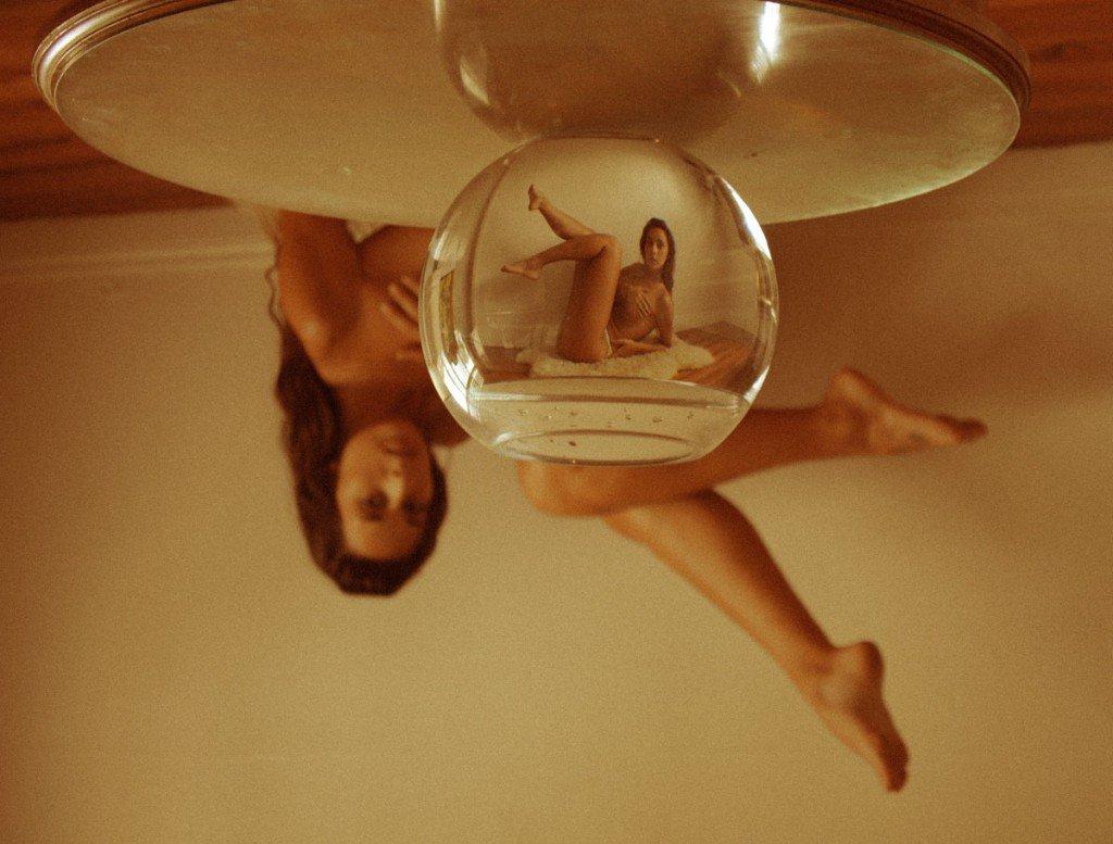 Автопортреты с перевёрнутой перспективой и другие эксперименты молодого фотографа Дэйны Трипп