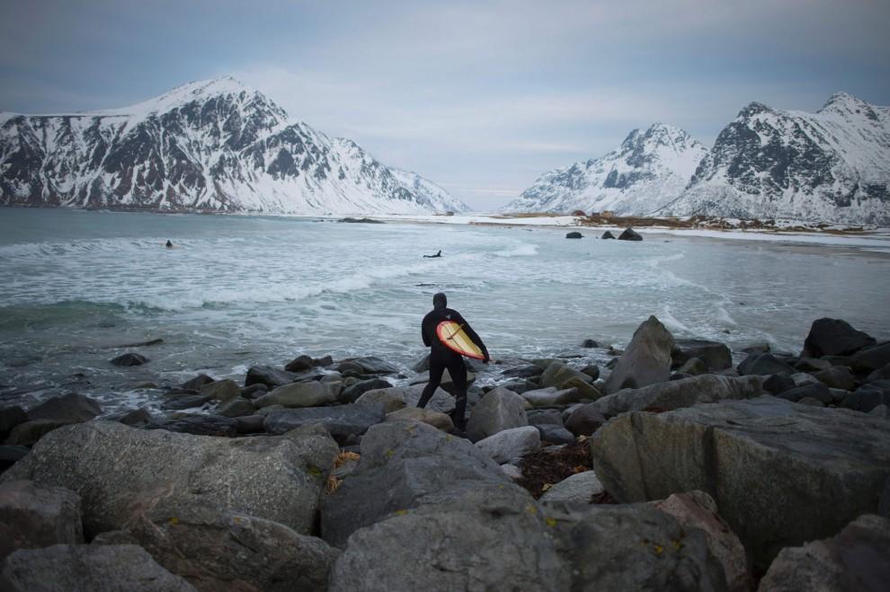 Экстремальный сёрфинг за полярным кругом на Лофотенских островах