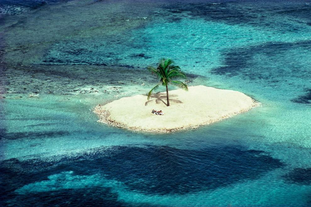 Manmade-Island-LagoonBay-Mustique1984-Conde-Nast-Traveller-24Oct13-PatrickLichfield_b_1440x960_1-990x660