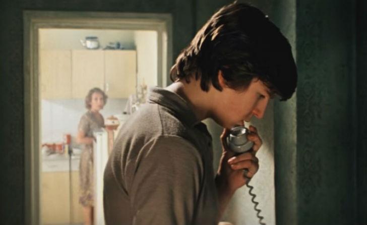 Звонили-девушке-на-домашний-телефон-надеясь-что-ее-отец-не-возьмет-трубку
