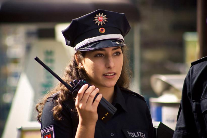 krasivye-devushki-politseyskie_4