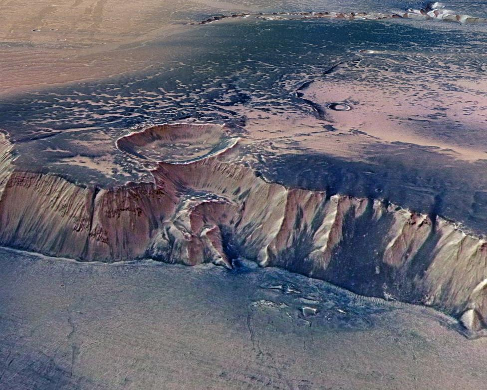 View of a cliff in Echus Chasma, one of the largest water source regions on Mars
