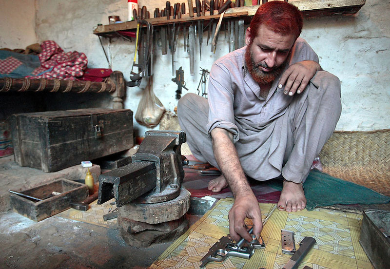 Illegal production of weapons in Darra, Pakistan