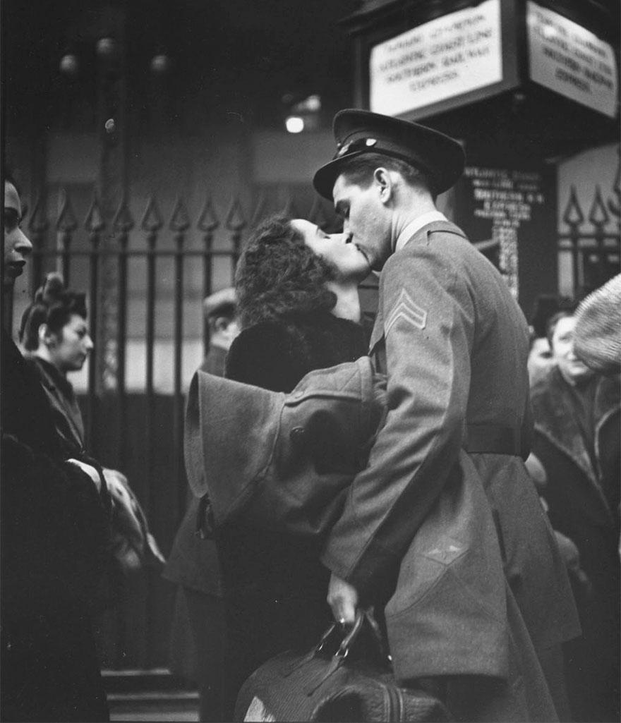 old-photos-vintage-war-couples-love-romance-1-5731f49e0b036__880